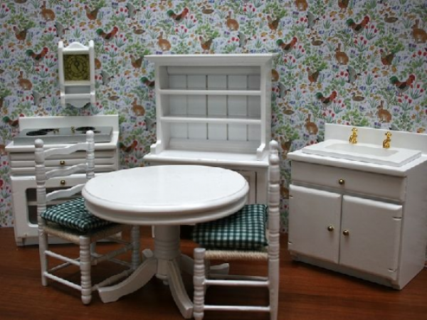 Dolls house kitchen, 7 piece . 12th scale. K81
